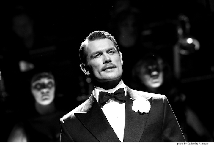 CHICAGO. John Partridge as 'Billy Flynn'. Photo by Catherine Ashmore (2)