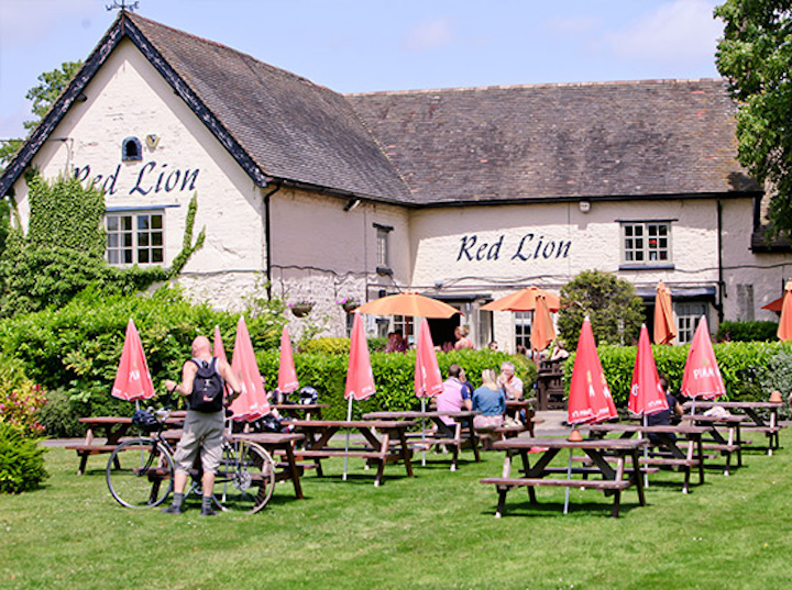 Tucked away in the idyllic Northamptonshire countryside, The Red Lion lies at the very heart of Brafield-on-the-Green. Muddy first visited this pub on a ...
