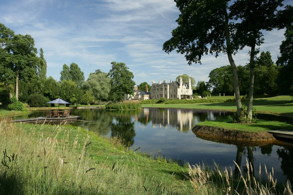 Pipewell manor lake in sunshine for weddings